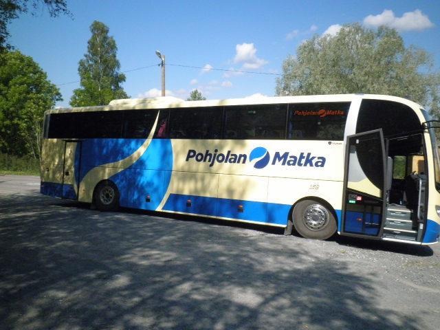 66-paikkainen tilausbussi